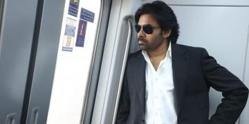 Pawan Kalyan Travels in Hyderabad Metro to Shoot for Vakeel Saab