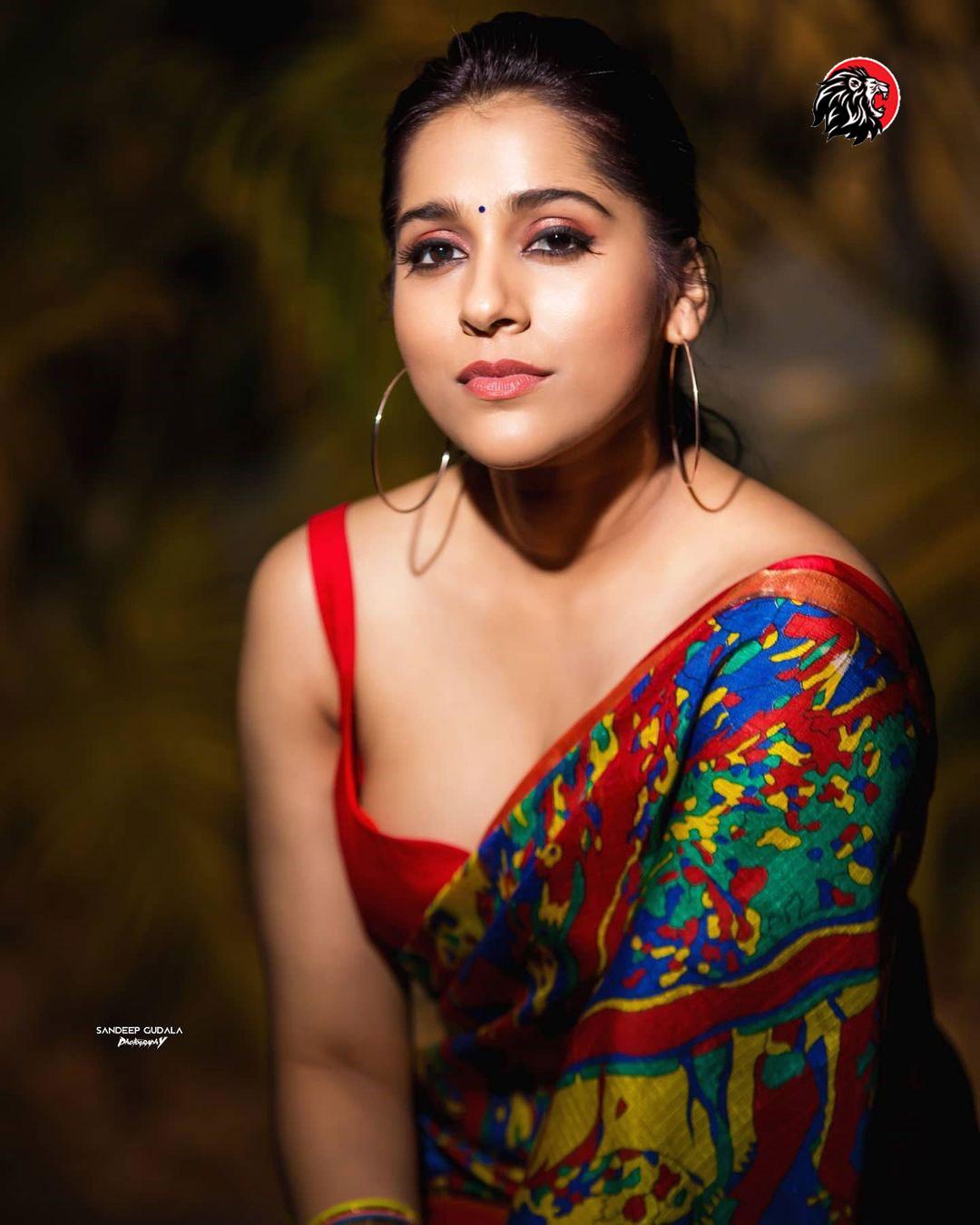 Rashmi Gautam cleavage show - www.theleonews.com