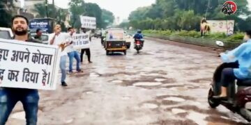 Innovative Protest By AAP Leaders